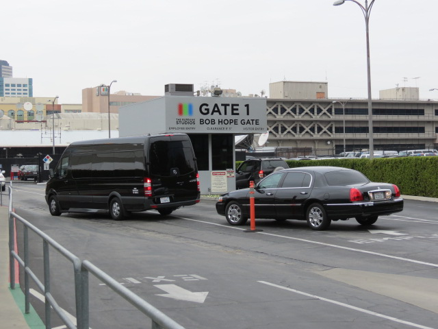 limos arrive at tonight show